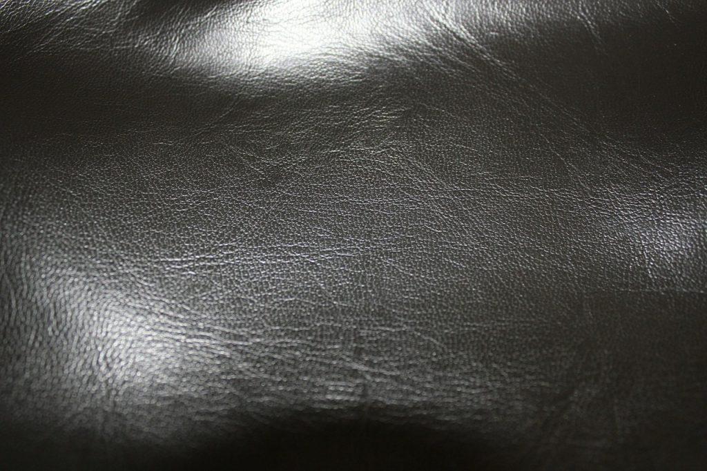 îndepărtați petele de grăsime din piele)